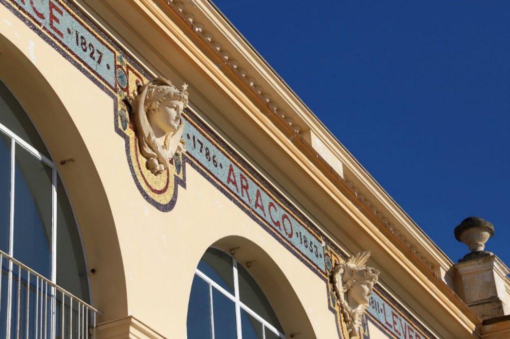 façade du pavillon henri chrétien observatoire de nice avec sculptures et fresques