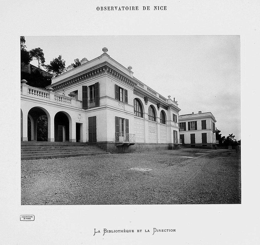 photo noir et blanc de la bibliothèque et la direction de l'observatoire de nice