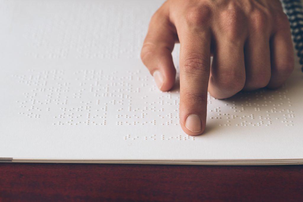 Adapter les livres scolaires en braille : l'éducation à portée de tous