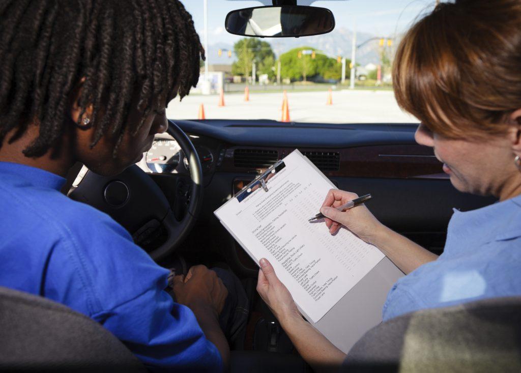 Une auto-école sociale oeuvre pour l'accès au permis de conduire