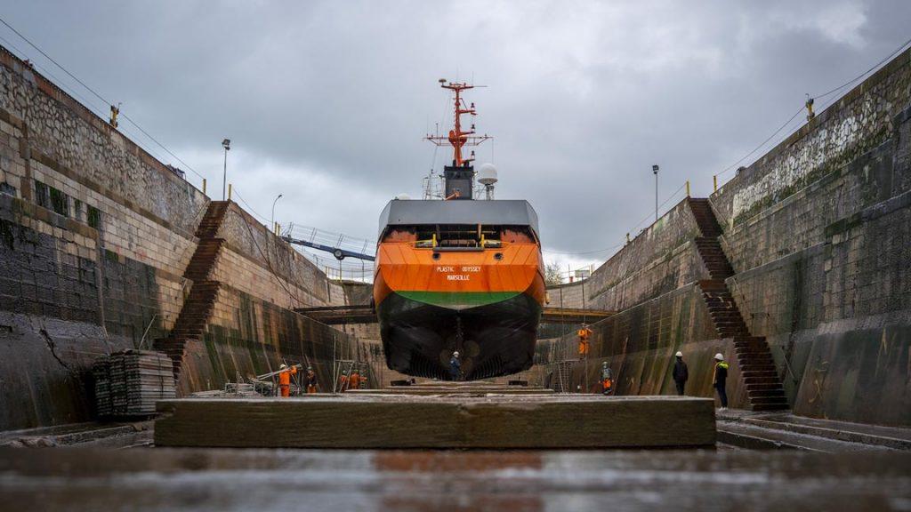 Un bateau qui transforme les déchets en carburant